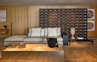 O cobogó, que é semelhante ao tijolo vazado, confere leveza ao ambiente, melhora a ventilação, além de ser uma opção natural de controle de luz