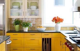 As cores, além de deixarem a cozinha mais estilosas, podem trazer um ar divertido e descontraído para o ambiente.