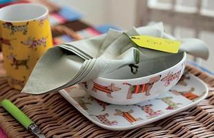 Para as crianças, as xícaras podem ser coloridas e estampadas. Foto: Jogo com quatro pessas da Futon & Home por R$ 68
