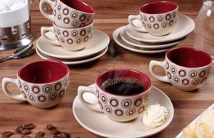 Xícaras com temas e desenhos deixam a mesa do café mais descontraída