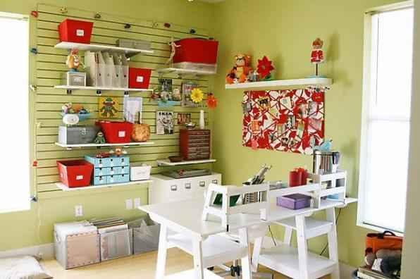 É importante que o espaço para o atelier seja confortável. Uma opção é decorar o local com coisas inspiradoras e agradáveis