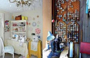No atelier dentro de casa, os próprios materiais podem decorar o espaço