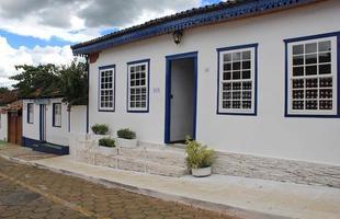 As casas do centro histórico de Pirenópolis não são pintadas de qualquer cor, existe uma recomendação do IPHAN feita a partir de um estudo e relatos de viajantes que passaram por Goiás na época colonial.