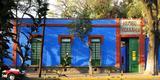 La Casa Azul era a casa dos pais de Frida Kahlo, no bairro de Cocoyacán, Cidade do México. Mais tarde, virou a residência de Frida Kahlo e de seu marido, o muralista e pintor Diego Rivera. Lá eles viveram de 1929 a 1954. Depois da morte de Frida, o lugar virou o Museu Frida Kahlo e é um dos pontos mais visitados do México