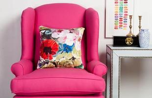 Detalhes em cor-de-rosa podem garantir charme para a decoração de casa ou do escritório