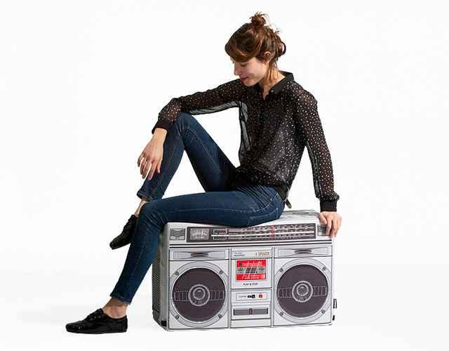 Puff no formato de um som, que pode ser colocado na sala ou no quarto, deixa o ambiente mais descontraído - Divulgação/Wooulf!