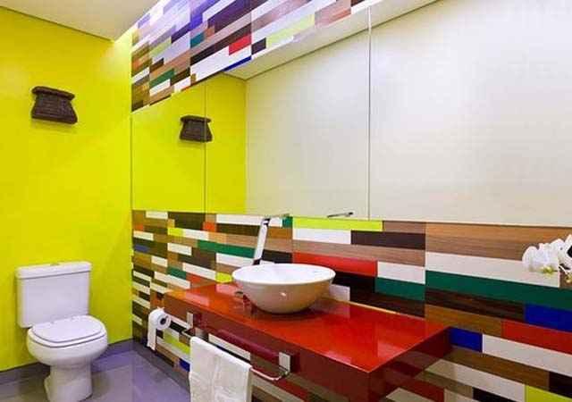 Nos banheiros e lavabos os azulejos são comuns, mas um mosaico pode fazer o ambiente sair da mesmice - Gustavo Xavier/ Divulgação