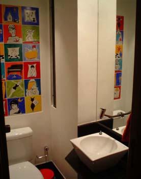 Usar madeira pode conferir rusticidade e contemporaneidade. Quadrinhos na parede podem dar um toque de inovação - Susana Salles Brancaglion