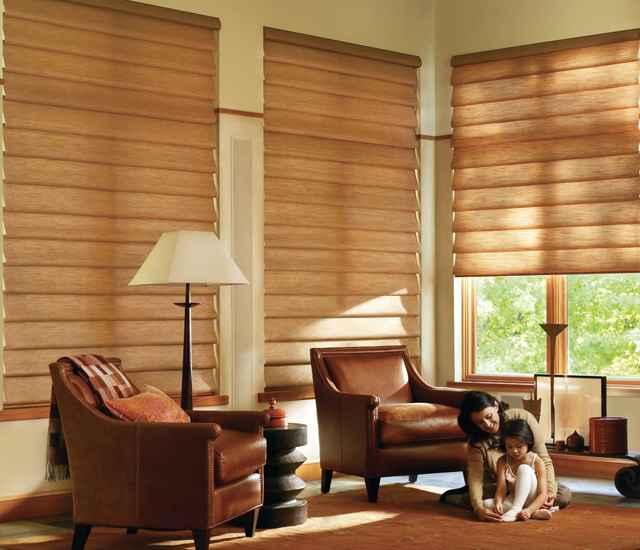 Os trilhos superioriores e inferiores são revestidos com o mesmo tecido da cortina, aumentando a visibilidade da janela e mantendo um visual mais sofisticado - Divulgação/Luxaflex