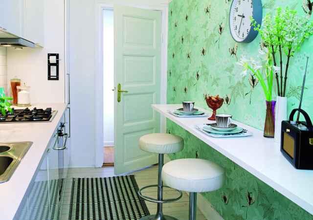 O papel de parede pode ser uma ótima alternativa para decorar as cozinhas, além de custar pouco, deixa o ambiente mais descontraído  - Reprodução/Internet