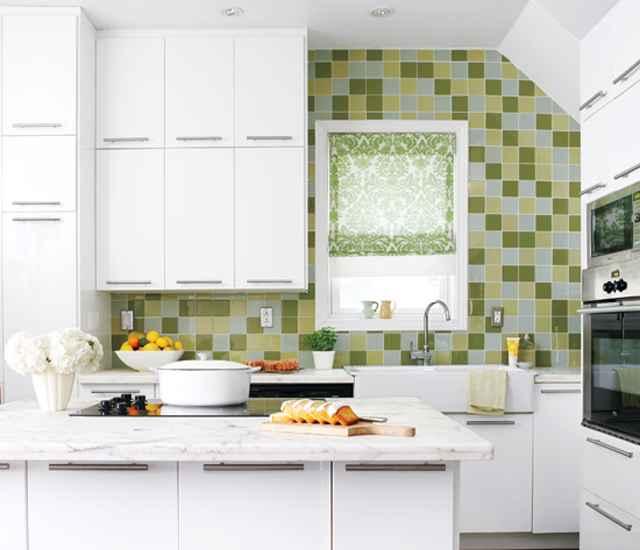 Os ladrilhos e azulejos são bastante usados na decoração das cozinhas, tanto no chão, quanto nas paredes - Reprodução/Internet