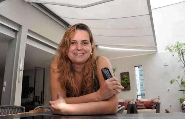 Para a arquiteta Flávia Soares, a automação do acionamento dos toldos é a maior tendência nesse tipo de produto  - Eduardo de Almeida/RA Studio
