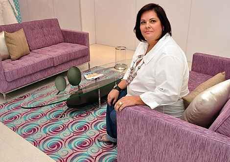 A arquiteta Mara Starling sugere escolher tecidos lisos para as peças mais volumosas e reunir as estampas nas almofadas ou em pequenos elementos como puffs, tapetes e futons  - Eduardo de Almeida/RA Studio