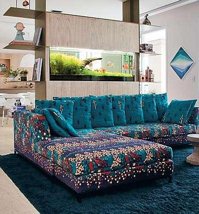 Projeto da arquiteta Rachel Rodrigues destaca o sofá estampado  - Eduardo de Almeida/RA Studio