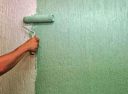 Uso de boa massa corrida e de selador faz com que a parede não puxe muita tinta e descasque com o tempo - Eduardo de Almeida/RA Studio