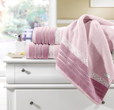 Coleção de banho Hanna, da Teka, atende consumidores que desejam tamanho maior de tolha (90cm X 150cm): além disso, linha 100% algodão, nas cores da moda, com efeito jacquard na barra -