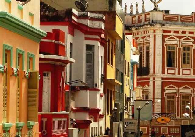 Ilhéus, Bahia, Brasil. A cidade foi fundada em 1534 e os prédios começaram a ser constrídos em 1881. O litoral que cerca a cidade e o ar romântico da arquitetura colorida inspirou famosos romances de Jorge Amado - Reprodução/Internet