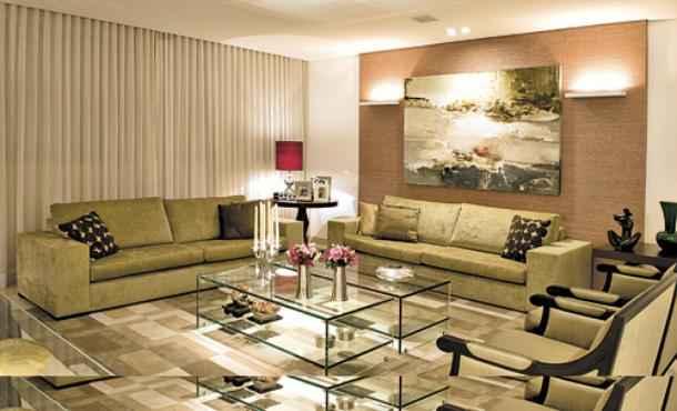 Na sala de estar: tradição e elegância no projeto dos arquitetos Hélio Albuquerque e Sônia Peres, com cortinas da Artline - Clausem Bonifácio/Divulgação