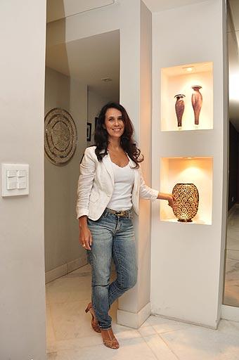 Sistema pode ser usado em paredes divisórias em linha curvas, colunas e nichos, como aponta designer de interiores Iara Santos - Eduardo de Almeida/RA Studio