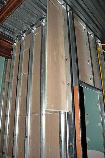 Além de econômico e estético, drywall é altamente resistente para a construção de paredes, permitindo instalação de fiação elétrica sem problemas - Eduardo de Almeida/RA Studio