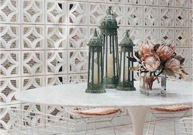 Na parte externa da residência, os cobogós podem ser usados para embelezar a fachada ou substituir paredes comuns no jardim ou na área de lazer - Reprodução/Internet