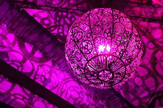 Cada um com uma luz LED personalizada, criando padrões de sombras surreais - Divulgação