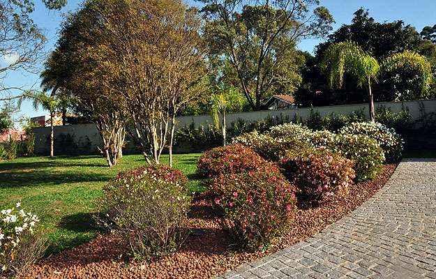 Mesclar plantas frutíferas com ornamentais em jardins é uma das recomendações dos especialistas - Eduardo de Almeida/RA Studio