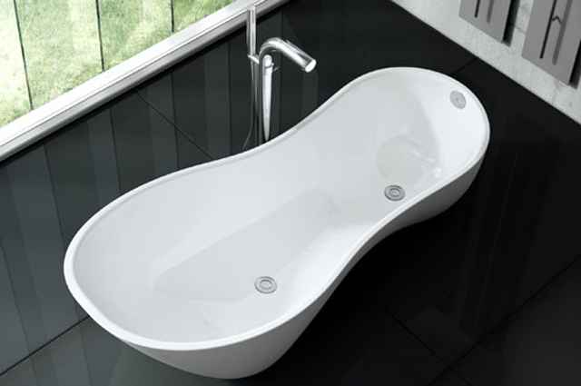 Banheira com desenho contemporâneo é formada por duas bacias integradas de alturas distintas, projetadas para se ajustarem ao corpo - Divulgação/Doka