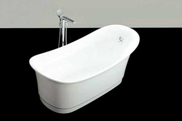 A banheira Athenas, importada pela Doka Bath Works, vem equipada com o sistema Air Massage e iluminação em LED para cromoterapia (preço sob consulta) - Divulgação/Athenas