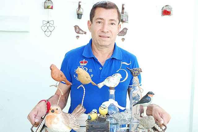 Apaixonado por pássaros, o artista plástico Aluízio Figueiredo criou peças exclusivas inspiradas nas aves  - Carlos Altman/EM/D.A Press