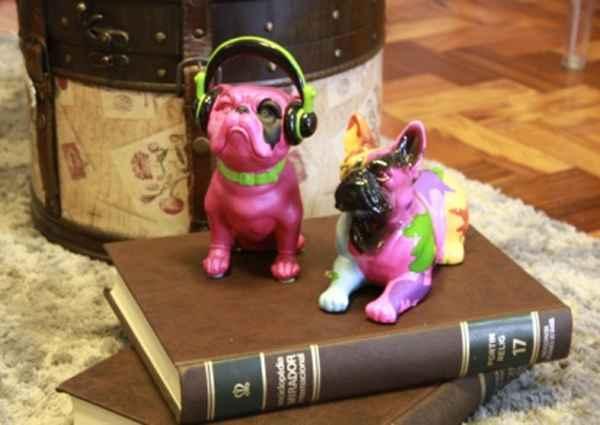 Esculturas, almofadas, adornos estampados com cachorros ou outros animais são tendência na decoração - Divulgação/Villa Maria
