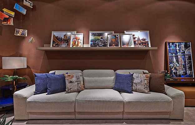 Neste projeto de Flávia Freitas na Lider Interiores, os móveis retráteis ajudam a melhorar a distribuição da sala de 20 metros quadrados - Jomar Bragança/Divulgação
