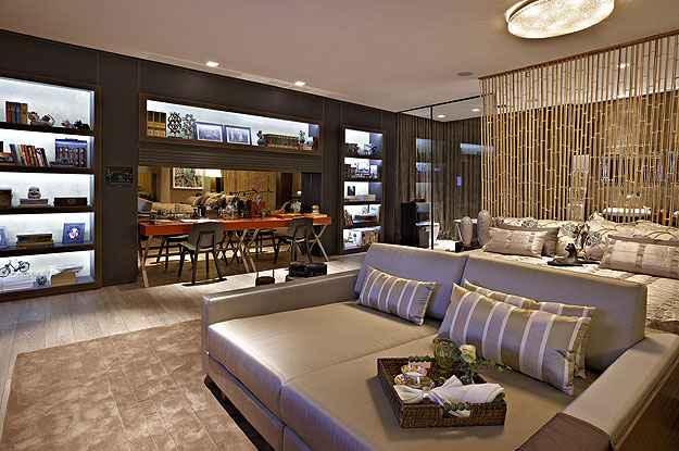 Cortinas de bambu e outros itens de decoração ajudam a delimitar espaços dentro de um mesmo ambiente - Maluh Amorim/Divulgação