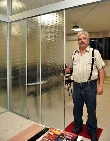 Divisórias de vidros são muito usadas em casas e escritórios, segundo Héber Jerônimo Vervloet Dutra, da Klaas Vidros e Serviços - Eduardo Almeira/RA Studio