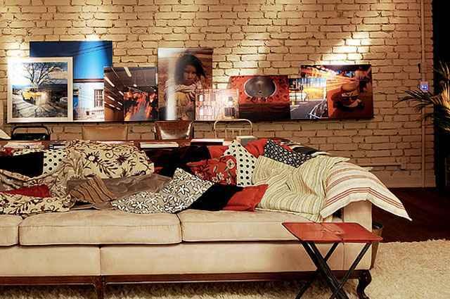 Proposta de inserir fotografias na decoração é criativa e remete à originalidade, já que é possível fazer um jogo de imagens exclusivo - Divulgação/Ler, Dormir e Comer