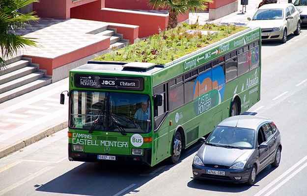 Projeto reveste com plantações o teto dos veículos e concebe um conjunto de jardins itinerantes que auxiliam na purificação do ar das grandes cidades - Divulgação/Phyto Kinetic