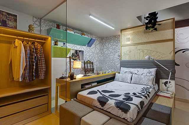 Na cabeceira da cama a palha natural permite a circulação do ar, além de garantir maior visibilidade com aconchego e claridade no espaço - Divulgação/Gustavo Xavier