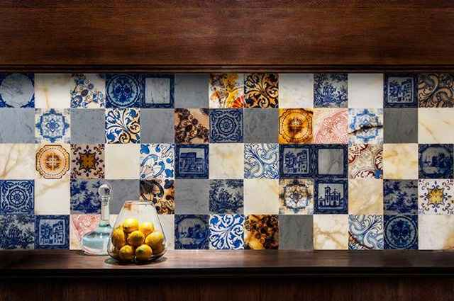 Azulejos permitem criar ambientes sofisticados e criativos, através de painéis exclusivos montados manualmente - Divulgação/Mosarte