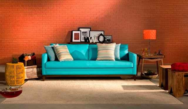 Muito utilizada em objetos pontuais, como almofadas, vasos e pequenos móveis, a cor vem ganhando espaço para ser usada no mobiliário - Divulgação/Cipatex