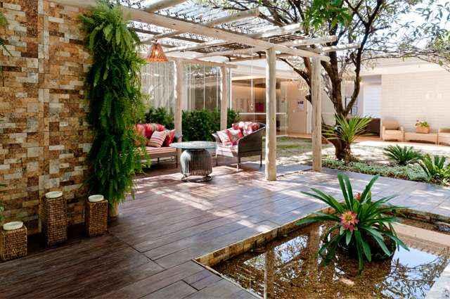 Revestimentos de pisos cimentícios e de pedra são uma opção para manter a casa bonita com qualidade e durabilidade - Divulgação/Solarium