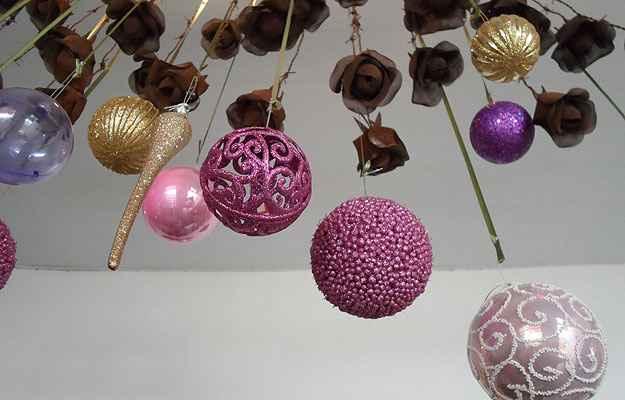 As bolas de Natal não podem faltar, mas o diferencial está nos novos formatos, cores e estilos - Carlos Altman/EM/D.A Press