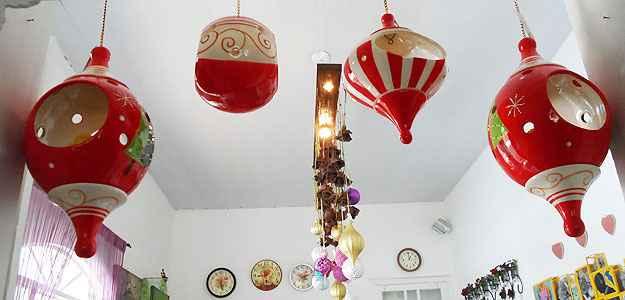 As lanternas e balões complementam o clima natalino e dão uma nova sensação aos olhares dos convidados na hora da ceia - Carlos Altman/EM/D.A Press