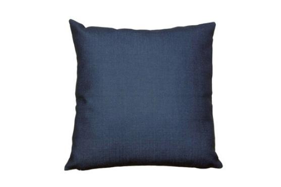 Capa para almofada em linho azul, Westwing (R$ 69,90).  - Divulgação/Westwing