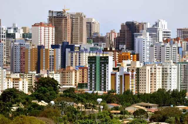O mercado imobiliário encerrou com alta de apenas 2,25% nas vendas e de 0,7% na locação, no período que compreende os anos de 2012 e 2013 - Marcelo Ferreira/CB/D.A Press