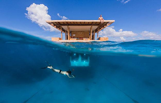 Distante alguns quilômetros da costa, a hospedaria conta com três pavimentos que fornecem diferentes formas de diversão - Manta Resort/Divulgação