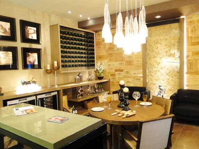 Para a arquiteta Flora Bittencourt Detanico é possível criar um cantinho para apreciar os vinhos em uma área de até um metro quadrado  - Lacava/Divulgação