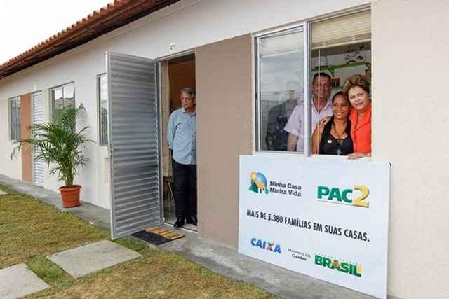 Os apartamentos têm área privativa de 40,41m²; 488 casas térreas, com área privativa de 35,89 m²; e 160 casas adaptadas para PNE's - Roberto Stuckert Filho/PR