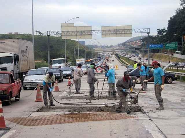 Uma das tecnologias que permite agregar pavimento rígido ao asfalto é conhecida como whitetopping (WT) - Instituto Pavimentar/Divulgação