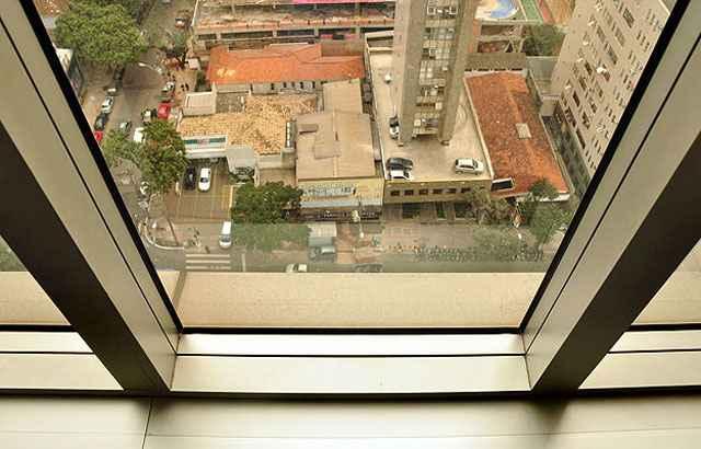 Soluções podem resolver o problema de acústica em residências, como janelas e portas que barram o ruído - Eduardo Almeida/RA Studio