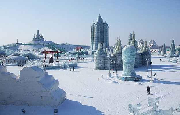 Seguindo a tradição de fabricar réplicas fiéis, foram reproduzidos monumentos como o Coliseu de Roma ou o Empire State Building, de Nova York - Ice Festival Harbin/Divulgação